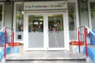 Eingangsschild eines Kindergartens